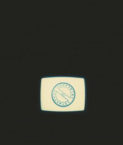 """Endsignatur 1981  Präparierte Videokamera, Monitor  Null Party Präsentation der """"Endsignatur"""" als Siebdruck auf Leinen  Galerie H, Graz"""