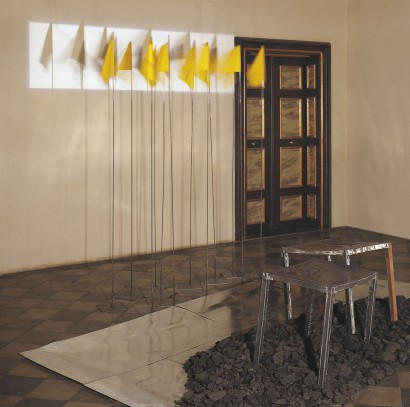 """Saal im Roten Haus 1983  Blei, Kohle, Zink, Eisen, Seide, Licht  Ausstellung  """"Mythen der Zukunft"""" Palais Attems, Graz"""