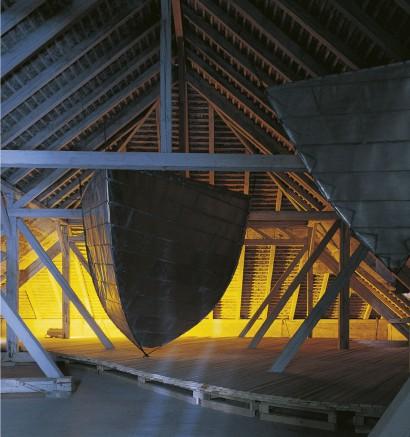 """Dachbodenwerk 1988  Eisen, Zink 450 x 360 x 315 cm  Ausstellung: """"Das gläserne U-Boot"""" Alta Tabakfabrik Krems/Stein"""