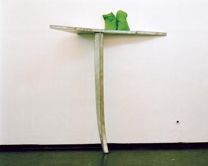 Zinkregal 1986  Zink, Seide, Reis 243 x 198 x 90 cm  Galerie Pakesch, Wien